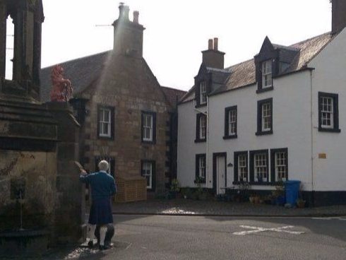 Mrs Bairds Guesthouse on the Outlander Film locations Tour
